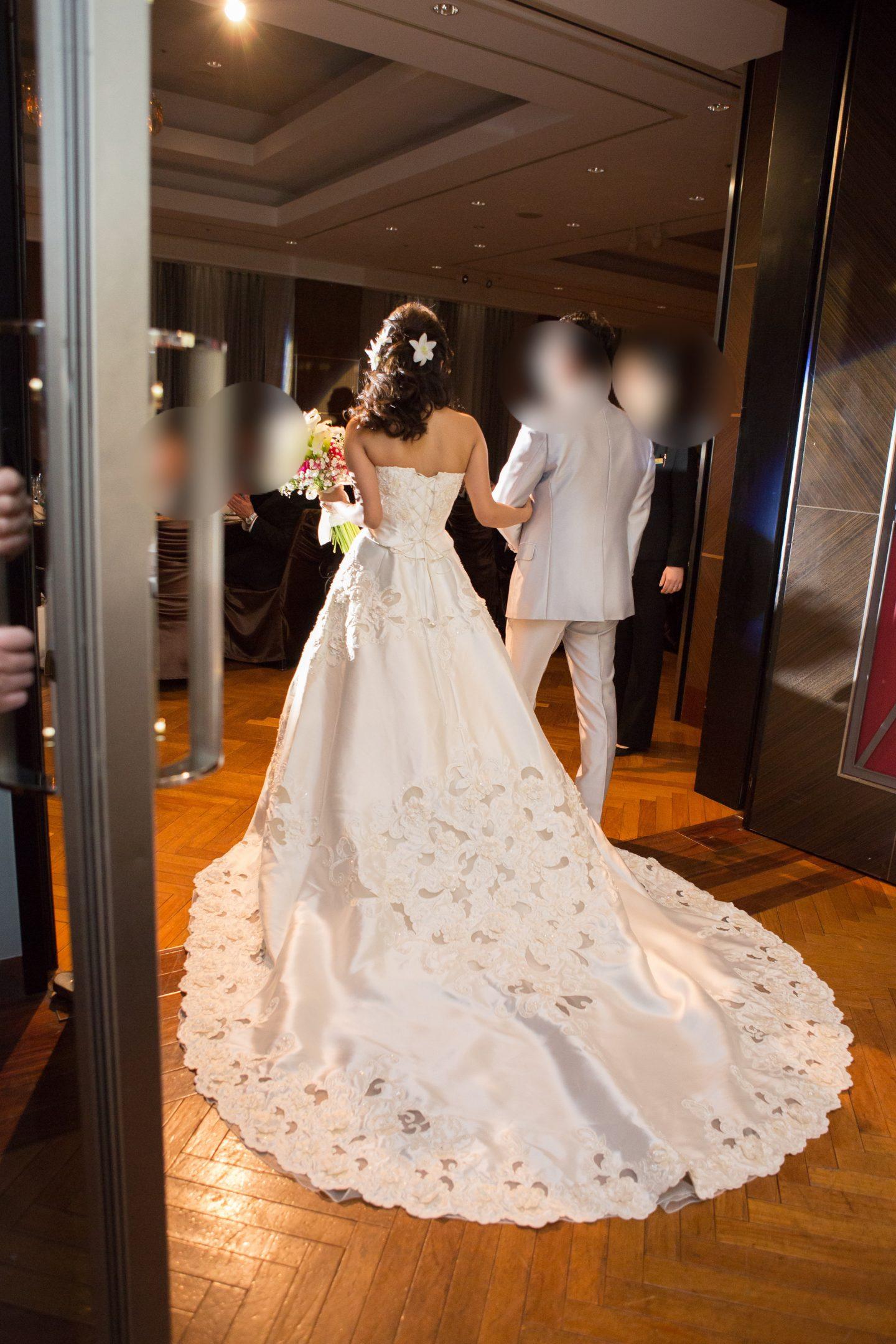 ウェディングドレス トイレ 花嫁